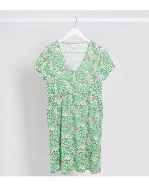 Mamalicious Maternity t-shirt dress in green abstract print-Multi