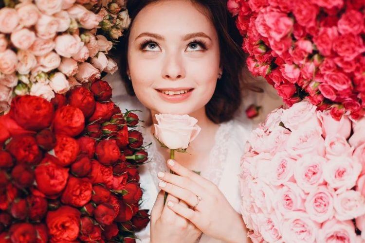 Tess Whitehurst - Blog - Magical Living - The Best Flowers for Love Magic