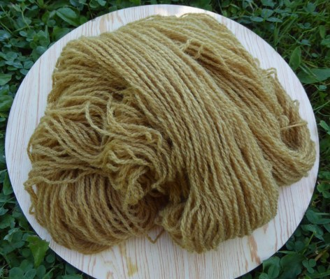 a skein of pale gold yarn