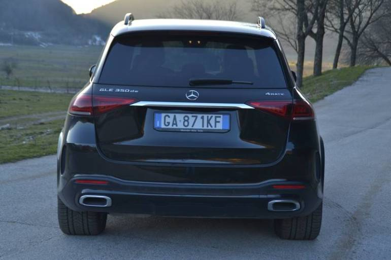 Vista posteriore Mercedes GLE 350 de