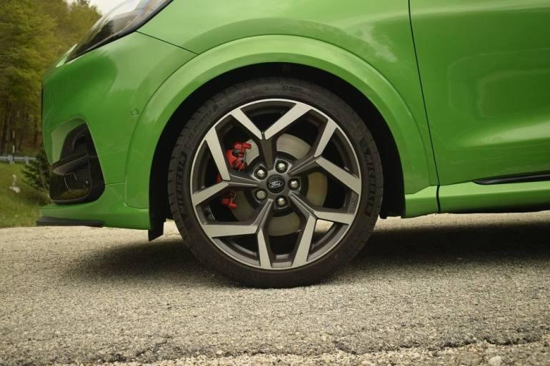 Cerchione da 19 pollici con pneumatici Michelin