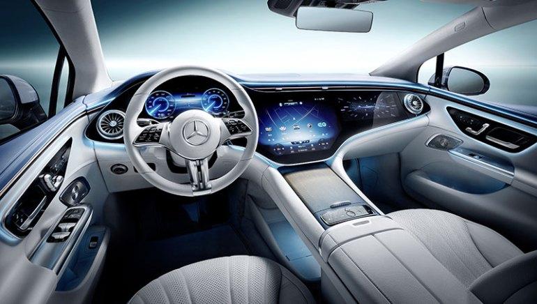 La plancia della Mercedes EQE