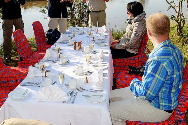 Champagner-Frühstück-Masai-Mara-Fotoreise-Fotosafari_Kenia-DSC00669