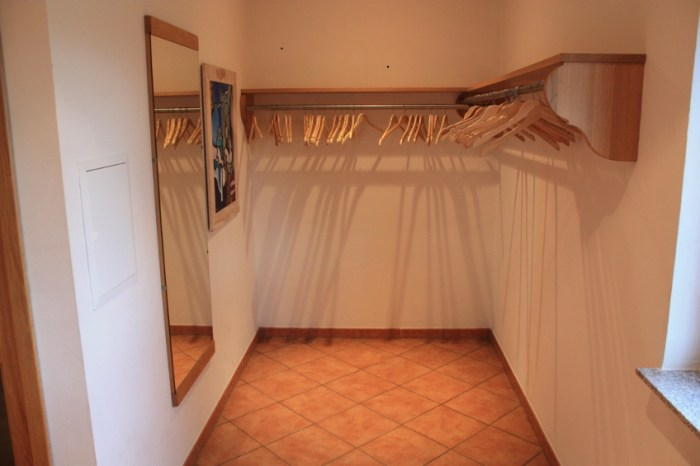 Im Foyer befindet sich eine Garderobe.