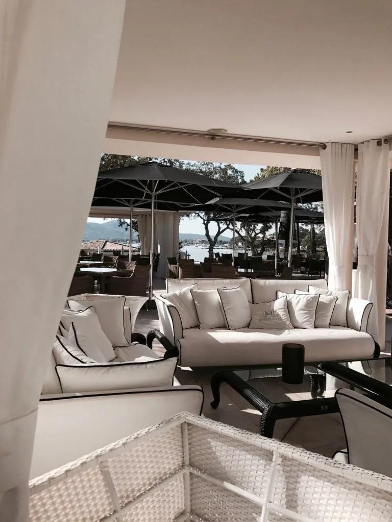 Zone confort nei giardini dell'hotel Don Cesar in Corsica