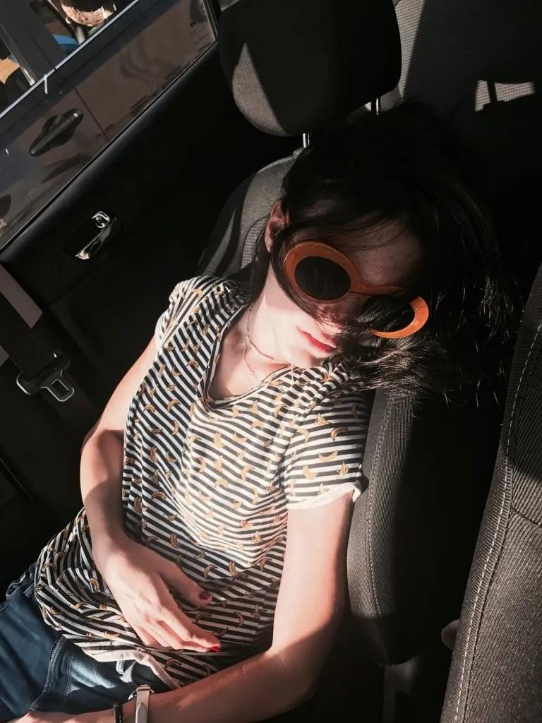 Lavinia in partenza per la Corsica che dorme in macchina