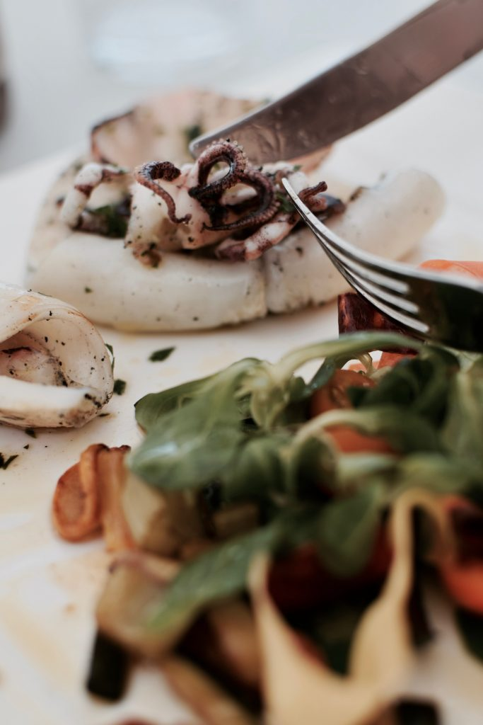 calamaro grigliato, pomodorini e misticanza presso l'Hotel Don Cesar in Corsica