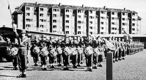 Jyske Telegrafregiments Orkester 1960. Stabstambour er fenrik Eskildsen.