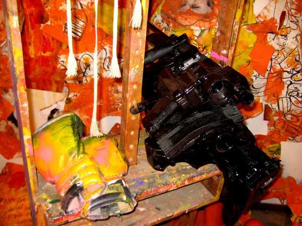 robert, pennekamp, robert pennekamp, installatie, one day sculpture, installaties, ezel, bokshandschoenen, camera, collage