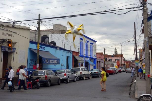 Piñata de rue, à Oaxaca, Mexique.