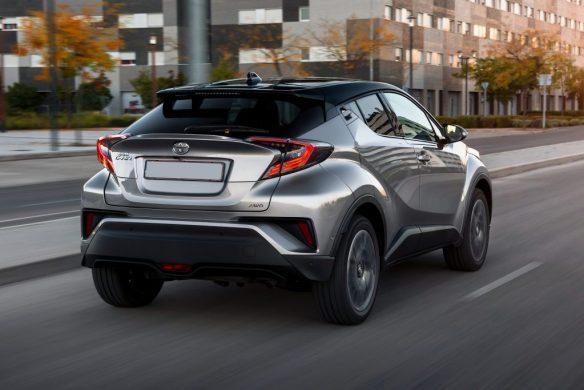Новый Toyota C-HR, вид сзади