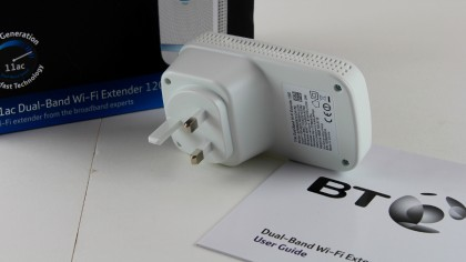 BT 11ac Dual-Band Wi-Fi Extender 1200 with box