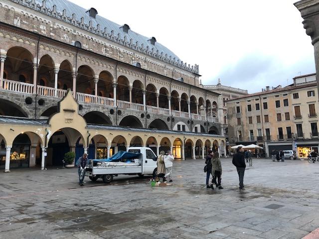 Piazza dell Erbe