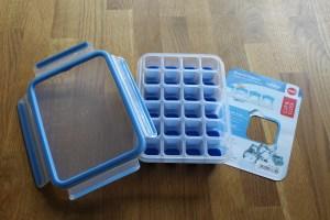 Emsa Eiswürfelbox mit Deckel, Clip und Close, 24 Würfelfächer, Transparent/Blau, 514549