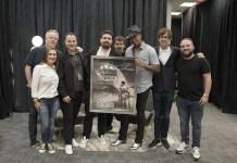 """Romeo Santos recibe disco de Doble Platino por las ventas del álbum """"Utopía""""."""