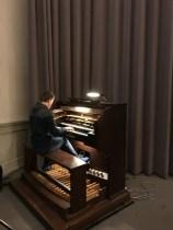 Zwischendurch wurde man mit Orgelmusik bespaßt © Michael Kaltenecker