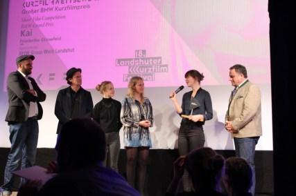 """Die glückliche Preisträgerin des """"BMW Grandprix Preis"""" Friederike Güssefeld für ihren Film """"Kai"""""""