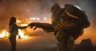 Hailee Steinfeld und Bumblebee © Paramount Pictures