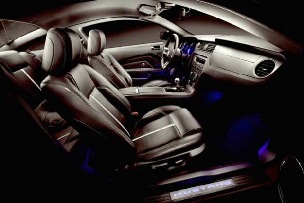 2013-Ford-Mustang-GT-interi
