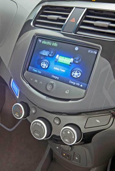 2014-Chevrolet-Spark-EV-Engy-Screen