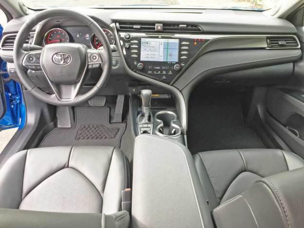 Toyota-Camry-XSE-V-6-Dsh