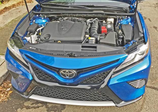 Toyota-Camry-XSE-V-6-Eng
