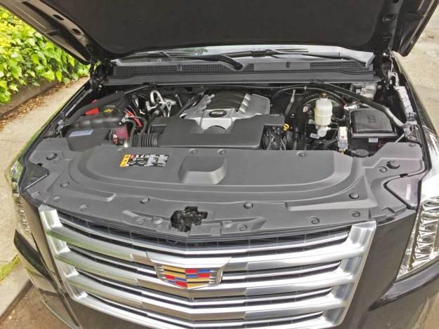 Cadillac-Escalade-ESV-Eng