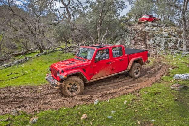 Jeep-Gladiator-Rubicon-Mud