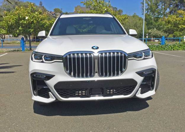 BMW-X7-50i-Nose