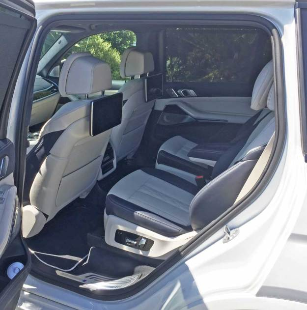 BMW-X7-50i-RInt