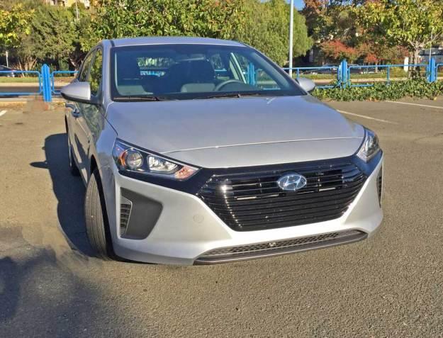 Hyundai-Ioniq-Hybrid-Blue-Nose