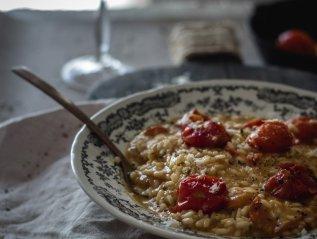 Καλοκαιρινό ριζότο με ολόκληρα ντοματίνια