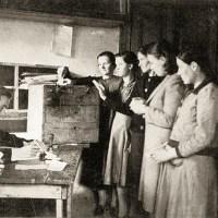Εκλογές στην Ελεύθερη Ελλάδα, 1944. Για πρώτη φορά στην ελληνική ιστορία οι γυναίκες εκλέγουν και εκλέγονται. Οι πρώτες βουλευτίνες. Η πρώτη δημαρχίνα.