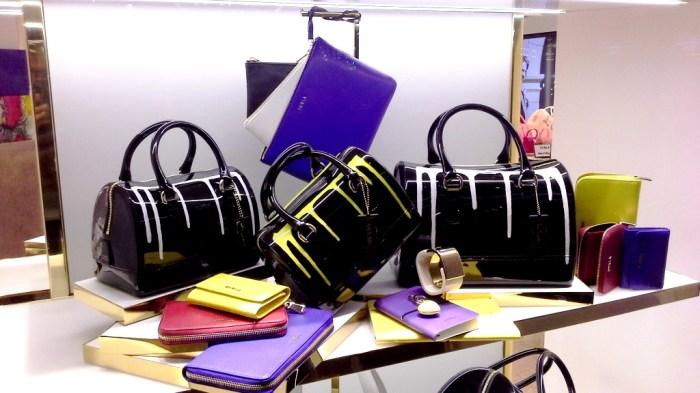 FURLA ESCAPARATE PASEO DE GRACIA BARCELONA TEVIAC ESCAPARATISMO EN BARCELONA #furla #windowdesign #handbag #luxe (2)