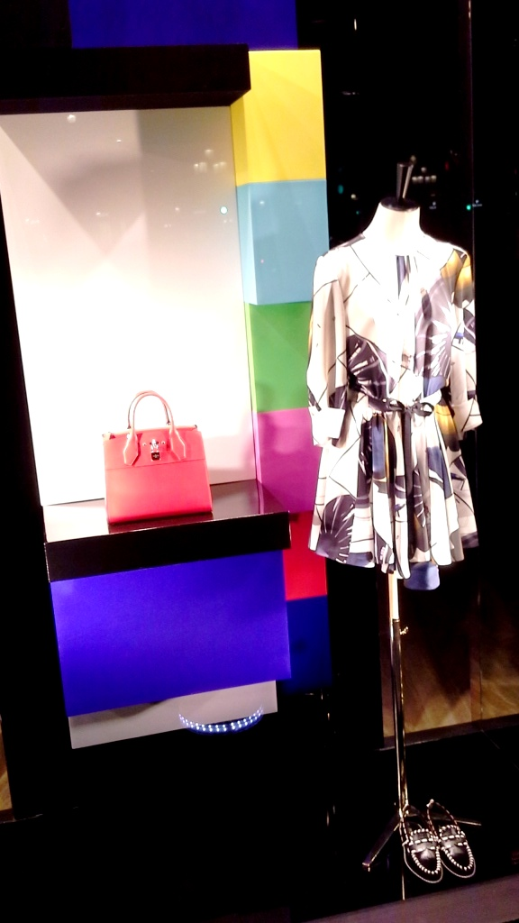 LOUIS VUITTON ESCAPARATE BARCELONA SPRING #louisvuittonescaparate #escaparate #escaparatismo (2)