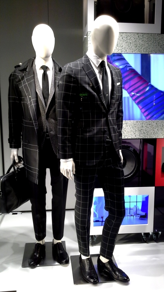 hugo-boss-escaparate-barcelona-vetrina-escaparatismo-window-ecommerce-1