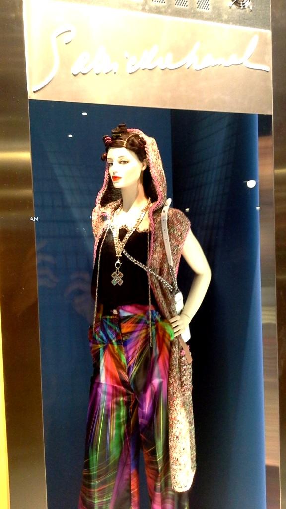#chanel #chanelescaparate #chanelescaparatismo #escaparatebarcelona #marketing #ecommerce #sales #shopping #trend #fashionistachanel (1)