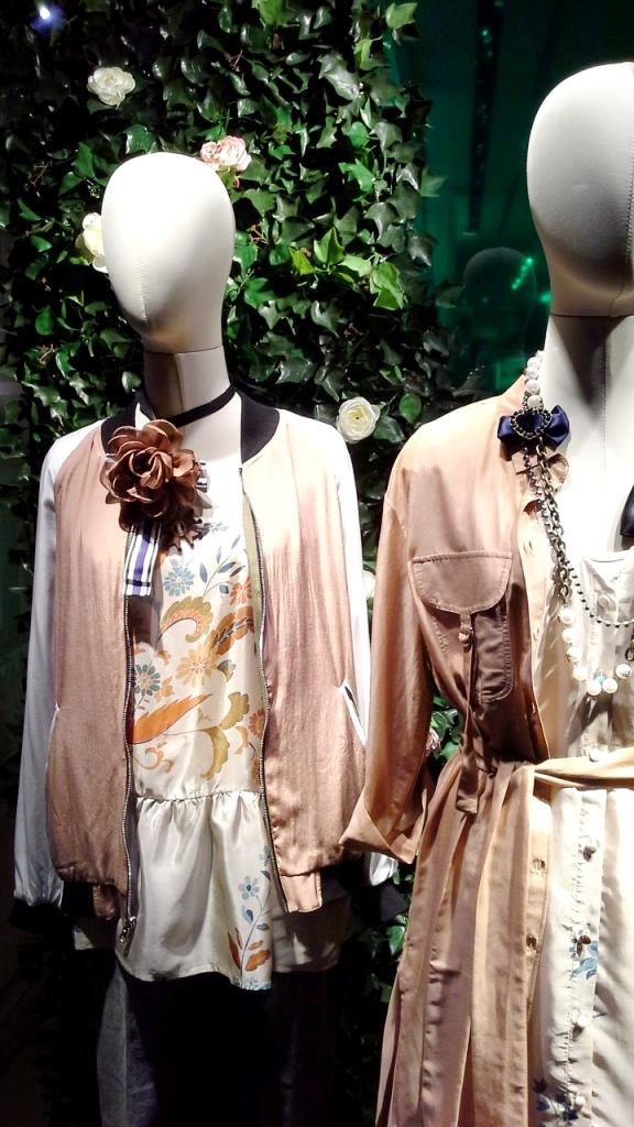 #twinset #twinsetsimonabarbieri #escaparatebarcelona #escaparatismobarcelona #escaparatelover #shopping (2)
