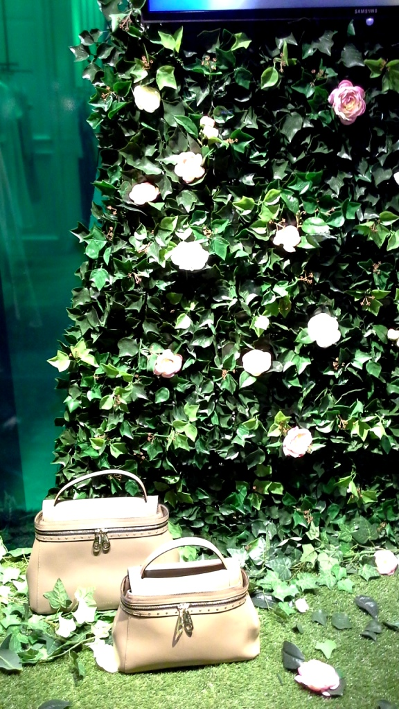 #twinset #twinsetsimonabarbieri #escaparatebarcelona #escaparatismobarcelona #escaparatelover #shopping (6)