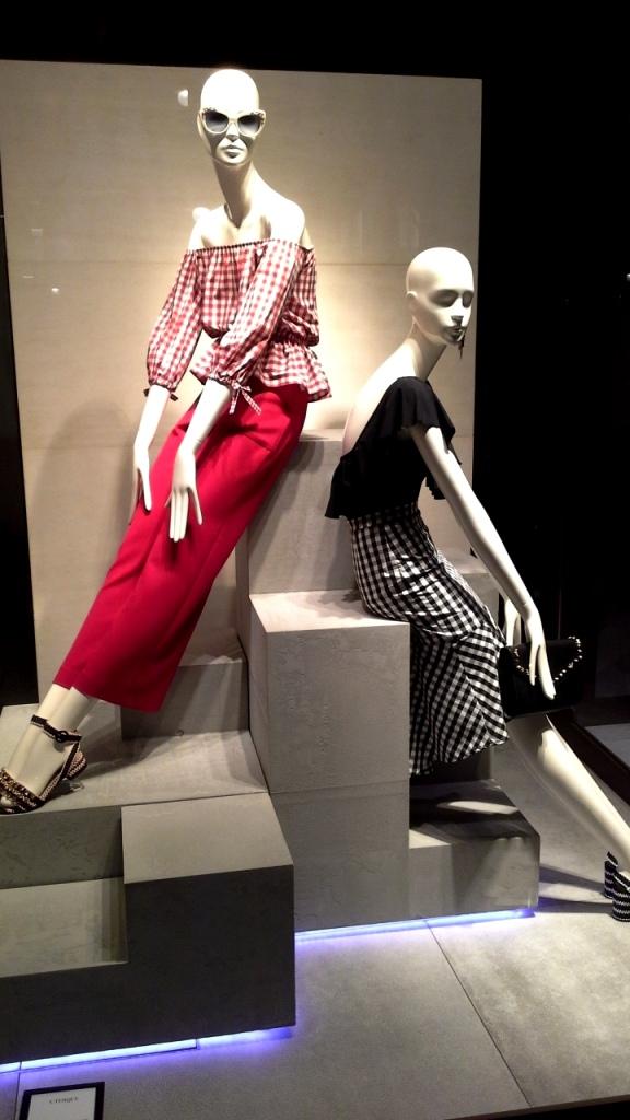 #uterque #escaparatebarcelona #escaparatismobarcelona #teviac #escaparatelover #fashion #influencer #personalshopper #ecommerce #moda (1)