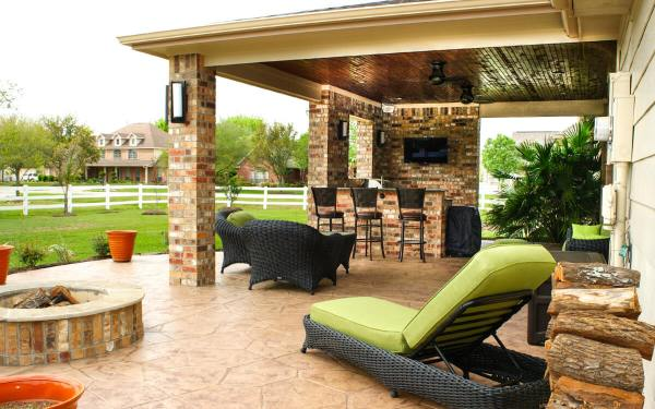 outdoor kitchen covered patio Patio Cover & Outdoor Kitchen in Pearland Estates - Texas Custom Patios