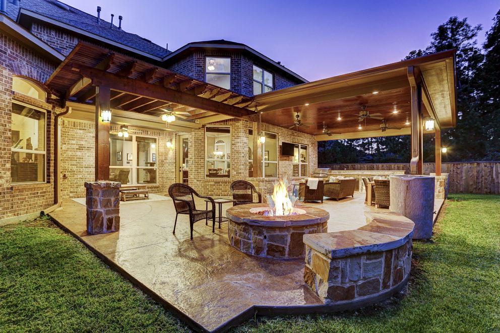 outdoor living in the woodlands texas