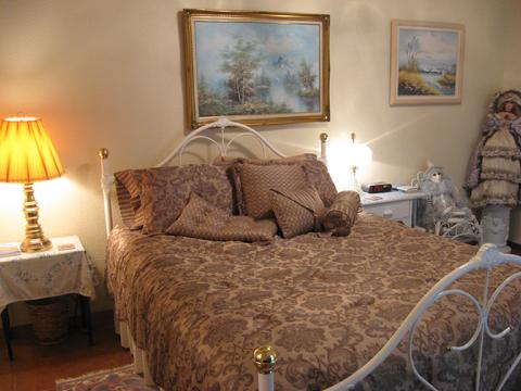 Prow'd House B-and-B: Ashley Suite