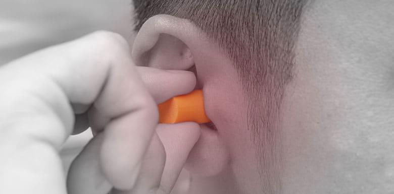 Man-Using-3M-Earplug