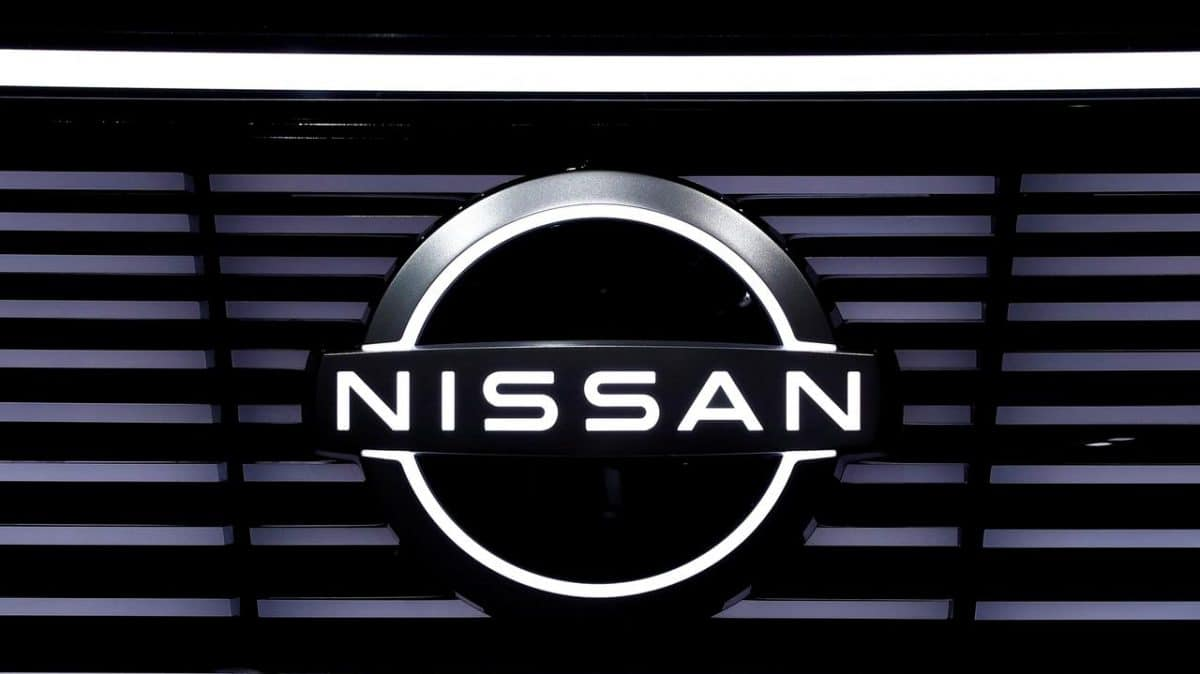 nissan logo and recall