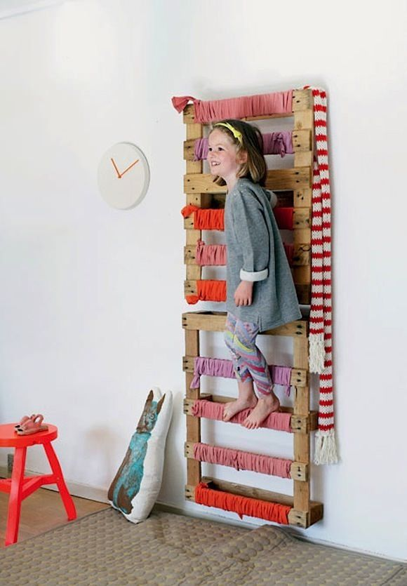 DIY σκαλοκρεμάστρα από παλέτες1