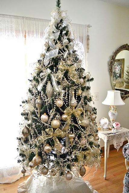 χρυσάφι Και Λευκές Χριστουγεννιάτικες Ιδέες42