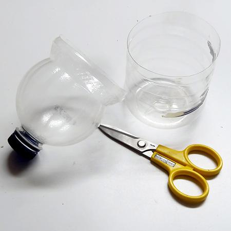 πλαστικά μπουκάλια σε γλάστρες αυτόματου ποτίσματος4