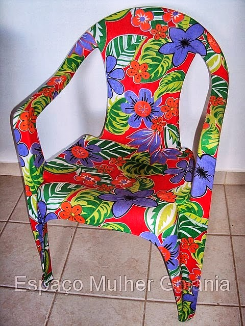 Plastic chairs customization with fabrics3