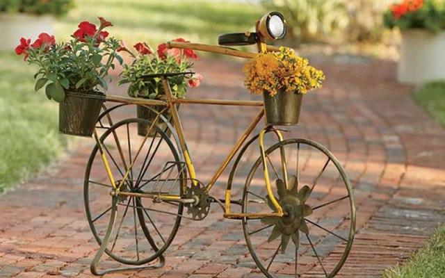 Ιδέες για γλάστρες με παλιά ποδήλατα13